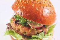 Hamburguesa de carne con cacahuetes y jarabe de arce
