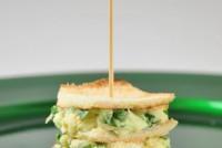 Mini sandwich de brie con espinacas