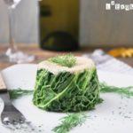 Mousse de salmón en col verde