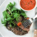 Ribeye especiado con salsa picante de pimientos