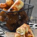 Rollitos de philo con queso de cabra, miel y piñones