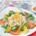 Ensalada de quinoa con salmon marinado y aliño de naranjas