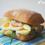 Sandwich de atún, huevo y endibias al estragón