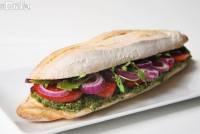 Sandwich de crema de espinacas con pistachos