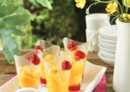 Sorbete de mango y lima con salsa de frambuesas