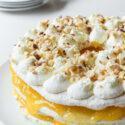 Tarta con merengue de avellana, nata y lemon curd