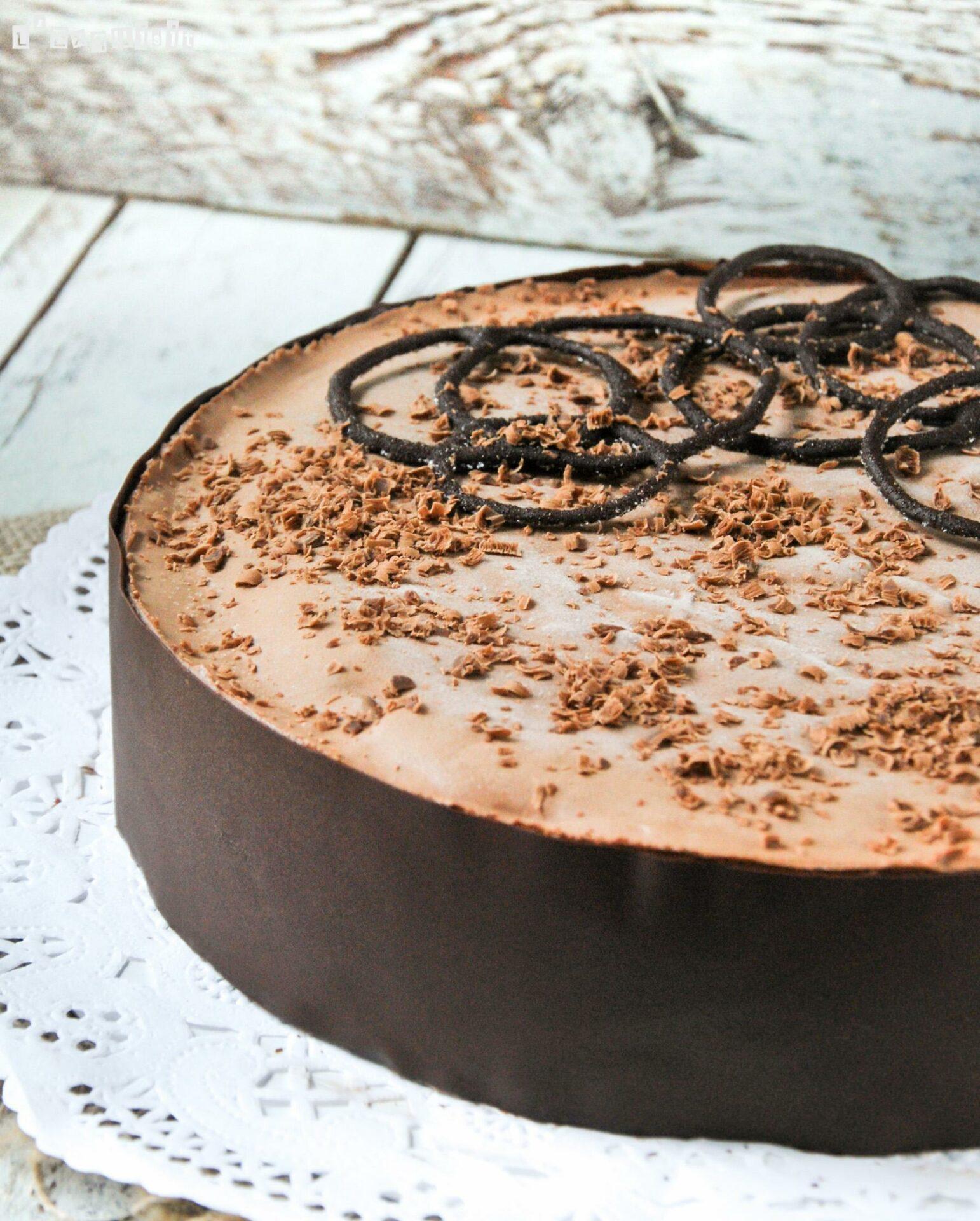 Tarta de mousse de chocolate (decorada)