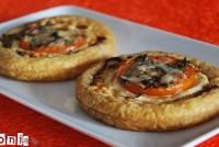Tartaleta de cebolla, tomate y queso