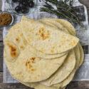 Tortitas de trigo con hierbas aromáticas